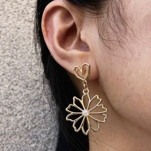 3/$30 💛 Abstract Faux Pearl Flower Earr